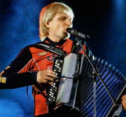 Олег Скрипка з баяном