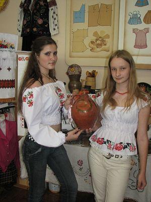 Вишивка для дівчат - сучасні жіночі сорочки