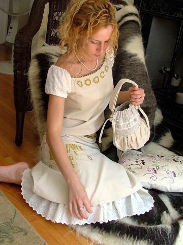 Сучасна сукня-вишивка