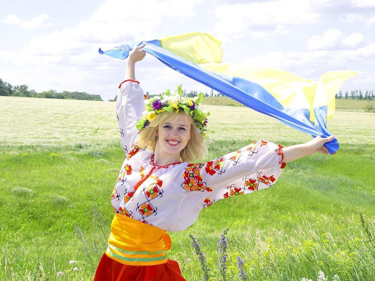 Фото дівчини в полі » Український портал - Таємна Січ e152171cd0f62