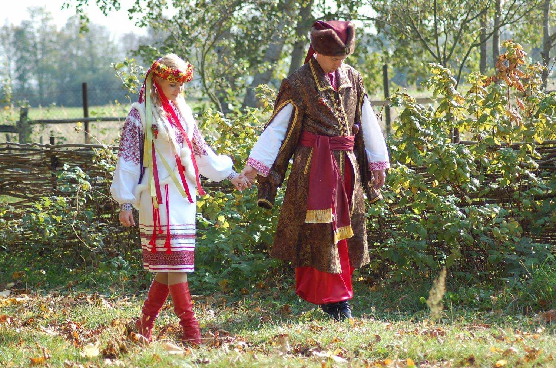 Сучасне весілля в народному стилі