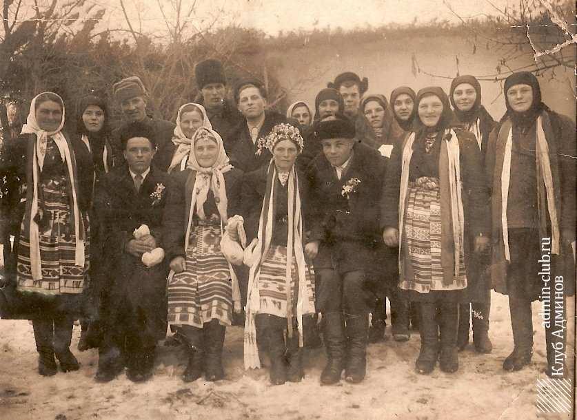 Одяг мешканців села на весіллі.