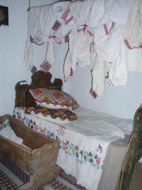 Ліжко в українській хаті