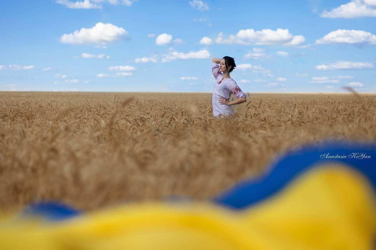 Дівчата в пшеничному полі » Український портал - Таємна Січ 8cb4ddb4d3d7c