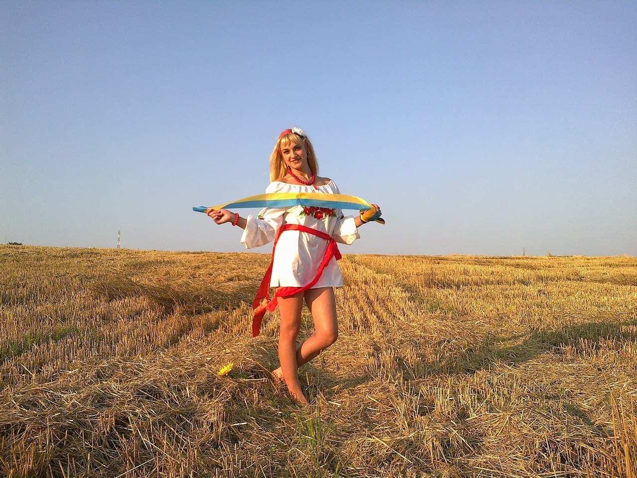 Дівчина на стерні » Український портал - Таємна Січ d66ad5626a266