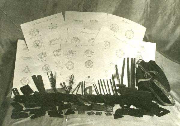 Документи, канцелярське приладдя і печатки Р.Шухевича