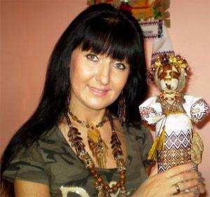 Тетяна Білокрилець з мотанкою