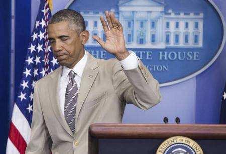 Обама в білому костюмі