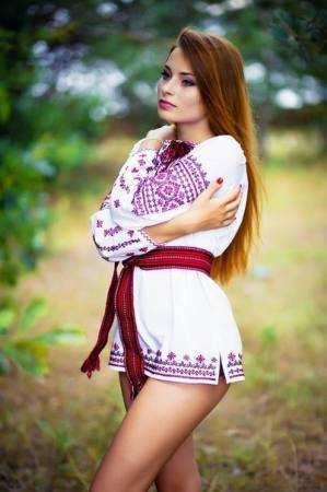 Дівчина в  вишиванці
