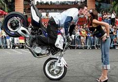 Поцілунок на мотоциклі