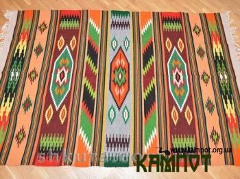 Різнокольоровий килим з шерсті