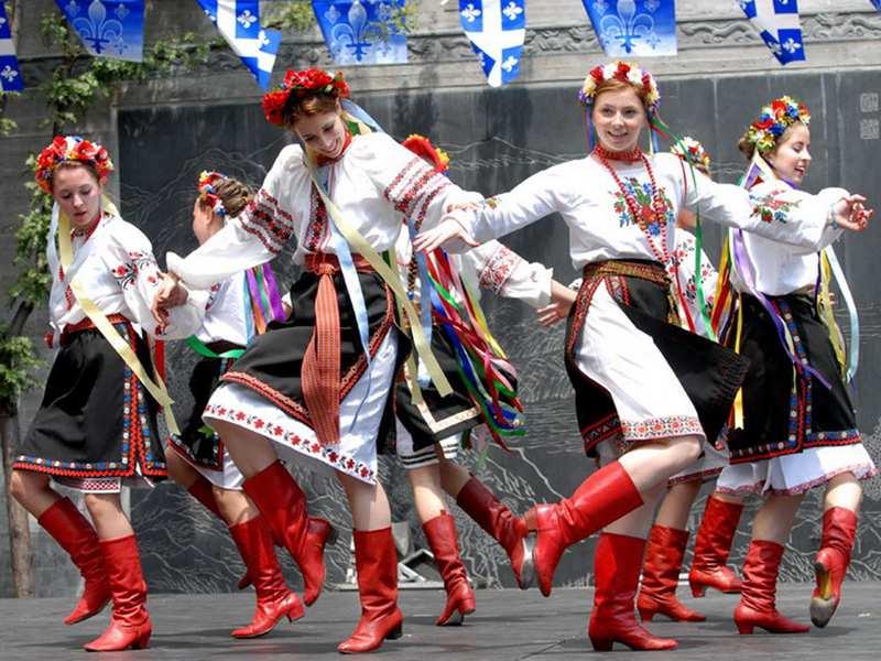 Українські дівчата в танку