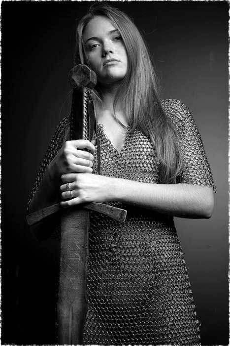 Словянка з мечем
