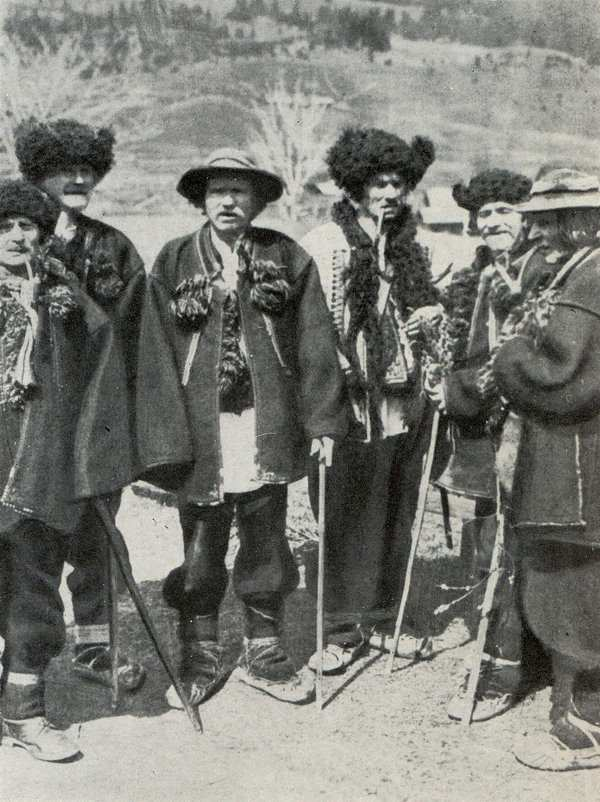 Група літніх гуцулів