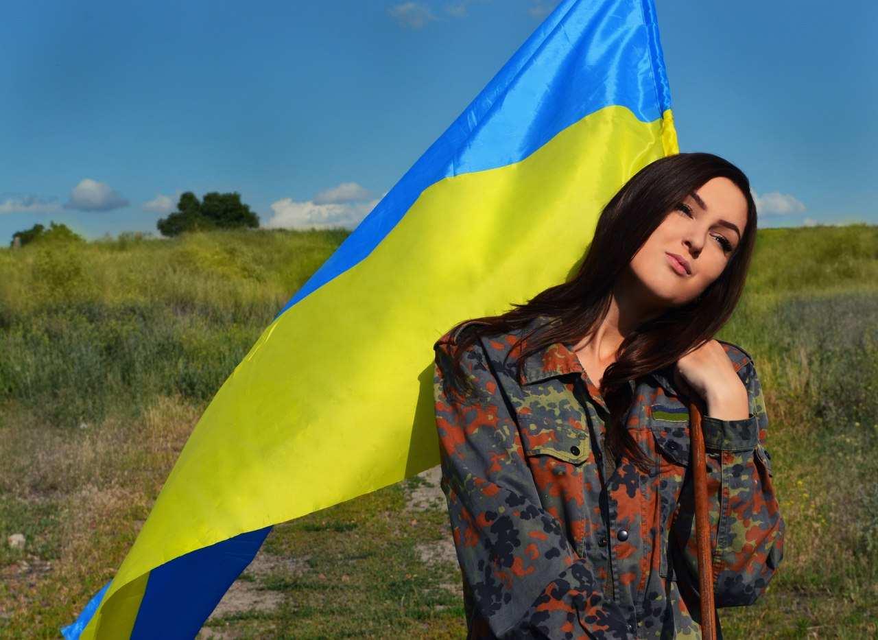 Дівчина з прапором