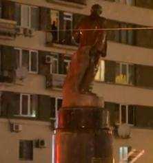 В Києві скинули Леніна