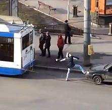 Поїздка до заправки на тролейбусі. Супер прикол!